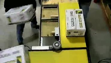 38) 90° Turn Moving 50lb Boxes