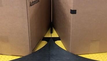 252) Double Gate Split Lane Conveyor