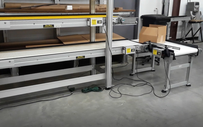 packaging conveyor line with 90 degree turn