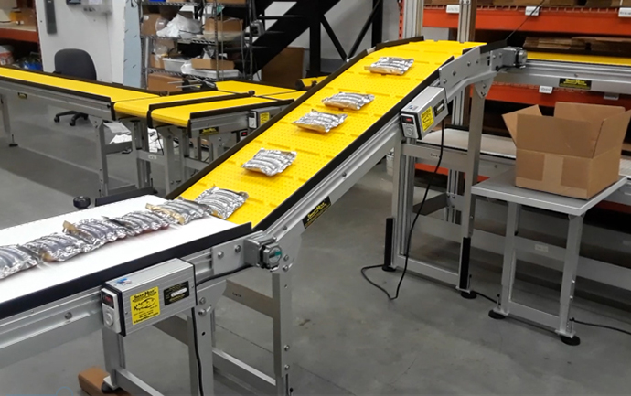 Pack out conveyor system for packaging order fulfillment