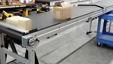 286) Adjustable chevron conveyor guides